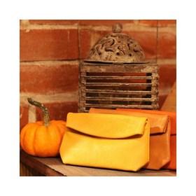 - - - 🍁 Douce soirée 🍁- - -  . . . #samedisoir #coconning #halloween #happyday #automne #pochette #marque #orange #moutarde #camel #maroquinerie #ripauste