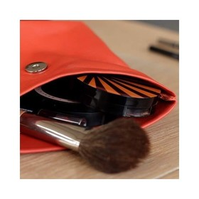 - - - La pochette Large, véritable pochette maquillage à emporter partout 💄 - - - Les pochettes Ripauste ont des centaines d'utilités mais je dois dire que la principale c'est de ranger notre make up et c'est pas Brunette qui va me contredire😉 . . . #maquillage #pochette #workinggirls #creatricefrancaise #rangement #maroquineriefrancaise #marquefrançaise #ideecadeaux #ideecadeaufemme #accessoiresdemode #moderesponsable #boutiquecreateurs #frenchdesigners