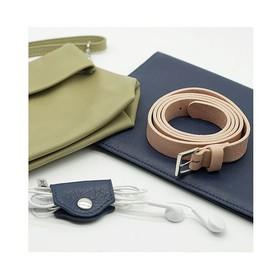 Alors oui, chez Ripauste il y a la gamme de pochettes incontournables, mais nous proposons également des accessoires en cuir. Des ceintures fines, des porte-agendas, des porte-écouteurs, porte-cartes (on porte beaucoup en maroquinerie !), des petites choses mignonnes et pratiques 😊 . . . #marquefrancaise #createurfrancais #creatrice #saccuir #ceinturefemme #porteagenda #maroquinerie #rosepoudre #bleumarine #kakiclair #vertclair #sacvert #ceinturerose