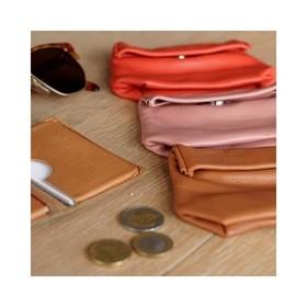 - - - 🧡 Mes indispensables 🧡 - - - Je ne me sépare jamais de mon porte monnaie & de mon porte cartes @ripauste . Le 1er pour ranger ma petite monnaie et quelques petits papiers (timbres, tickets de caisse...), le second pour ma carte bancaire, carte vitale et quelques petites cartes de fidélité 😉  Côté couleur, soit on assorti avec notre pochette bandoulière, soit on casse les codes et c'est OK aussi!!!  . . . #pochette #organisation #maroquinerie #workinggirls #création #pochetteaccessoires #portemonnaie #portecarte #vieuxrose #moderesponsable #plaisirsimple #frenchdesigners #offrir #boutiquecreateurs