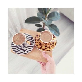 - - - ET si on démarrait la journée par un bon café, n'est ce pas Brunette? ☕ - - - Ces 2 petites tasses ne vous rappellent rien?  📷 @murekkepatelier . . . #moodoftheday #breakfast #coffeefirst #workinggirls #frenchbrand #weekendmotivation #zèbre #plaisirsimple #bientotleweekend #businesswomanlife #profiterdechaqueinstant #graou