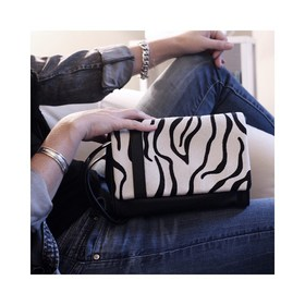 - - - 🖤 Notre Chouchou du moment est de retour parmi nous 🖤- - - L'Insolent Zèbre est à tomber!! Imprimé façon poulain devant, cuir lisse noir au dos, on en est dingue 😍 . . . #sac #insolent #zebre #noir #maroquinerie #marquefrancaise #creatrices #cuir #conceptstore #boutique #beautiful #wild #newshop #france #europe #world