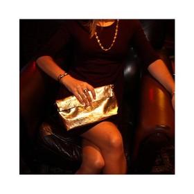 ⭐ Le Métallisé Doré une évidence, J'adore !!! ⭐⠀ ⠀ Il ne faut pas hésiter, il faut oser !!! Croyez moi, il passe partout, sur un jeans pour un look décontracté, sur une robe en mode soirée. C'est la petite touche qu'il nous manquait.⠀ ⠀ #montpellier #moodoftheday #golden #enjoylittlethings #enjoymoment #createursfrancais #pochetteaccessoires #pochettes #doré #maroquineriefrancaise #ideecadeaux #accessoiresdemode #plaisirsimple #cadeaunoelmontpellier #grizette