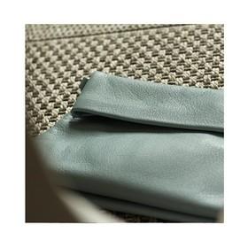 Le bleu clair (horizon) est considéré comme la couleur de l'année en déco. Doux et optimiste, ce coloris apporte une réelle bouffée d'air frais. Il a une tendance à l'apaisement, au réconfort. Il s'associe très bien avec le vieux rose ou bien le kaki clair. Il est facile à porter et sait se faire discret. Vous aimez ? 💙💙💙 . . . #creatrices #sacàmain #pochetteaccessoires #tendancemode #bleue #bleuhorizon #bleuclair #marquefrançaise #plaisirsimple #sacencuir