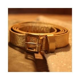 - - - ✨Alerte Stock ✨- - - La ceinture en cuir pleine fleur Dorée est de retour en stock pour notre plus grand bonheur... Faut dire qu'elle nous avait manqué 🧡 . . . #or #cuir #doré #maroquinerie #creatricefrancaise #ceinture  #ceintures #petiteceinture #dorée #maroquineriefrancaise #moderesponsable #plaisirdoffrir #ideecadeaux