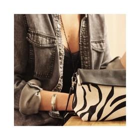 """- - - 🖤Imprimé Zèbre // Black and White 🖤 - - - La collection """"Animal"""" est dispo sur l'e-shop et vos petits trésors sont expédiés sous 24 à 48h. Commandez maintenant et profitez de la livraison offerte avec le code : NOEL20 . . . #accessoires #pochette #maroquinerie #nouvellecollection #cadeaunoel #creatrices #saccuir #pochetteaccessoires #pochettes #bandouliere #ideecadeaux #ideecadeaunoel #ideecadeaufemme #moderesponsable #cadeaunoelmontpellier #grizette"""