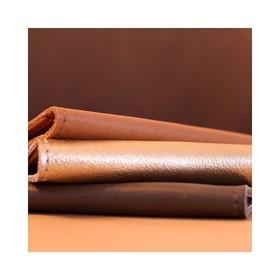 - - - Et si vous faisiez un petit cadeau @ripauste à votre homme? - - - Nos porte cartes se déclinent en plus de 10 couleurs et certaines sont mixtes. Bleu Marine, Camel, Kaki, Noir... il va adorer 🖤 Ici il a opté pour le basique noir mais le kaki lui fait de l'oeil depuis un moment 😉 . . . #kaki #accessoires #marquefrancaise #idéecadeau #frenchbrand #portecarte #maroquineriefrancaise #marquefrançaise #ideecadeaux #ideecadeaunoel #accessoiresdemode #plaisirdoffrir #frenchdesigners #ideecadeauhomme