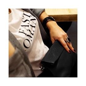 - - - 🖤 Les Matelassées // So Glamour 🖤- - - Comme une envie de glam par ici et la collection matelassée est tout simplement parfaite pour apporter une petite touche sexy tout en restant extrêmement classe. 🌿Toutes nos pochettes sont fabriquées au Portugal avec un cuir italien tout souple et tout doux. 📭Livraison offerte jusqu'à la fin du confinement avec le code : NOEL20 . . . #noir #sac #creatricefrancaise #feminin #sacamain #saccuir #pochettes #tendancemode #maroquineriefrancaise #bandouliere #marquefrançaise #ideecadeaux #accessoiresdemode #boutiquecreateurs #cadeaunoelmontpellier #grizette