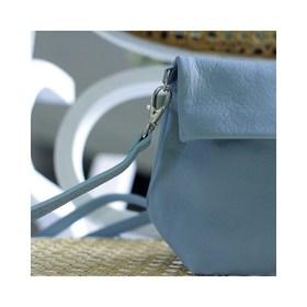 - - - On démarre cette courte semaine avec la douceur de la pochette bandoulière bleu ciel 🦋 - - - Je sais pas vous, mais de mon côté j'aime bien le concept des semaines un peu plus légères. . . . #pochette #cuir #bleu #bleuciel #creatrices #accessoires #bandoulière #nouvellesemaine #bonjour #workinggirl #leather #newco #sac #sacencuir