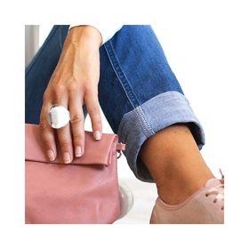 - - - Douce Journée à Tous 🌸 - - -  Côté look, on ne sait pas trop comment s'habiller... On a envie de sortir nos petites tenues d'automne qui commencent à nous manquer mais il fait encore bien chaud dans le sud 😎. Du coup on opte pour un look passe partout, jeans, blouse légère & pochette bandoulière vieux rose. Vous aimez? . . . #pochette #lookdujour #frenchbrand #marquefrancaise #workinggirls #creatrices #pochetteaccessoires #pochettes #lundimatin #vieuxrose #maroquineriefrancaise #accessoiresdemode #businesswomanlife #moderesponsable #nouvellesemaine